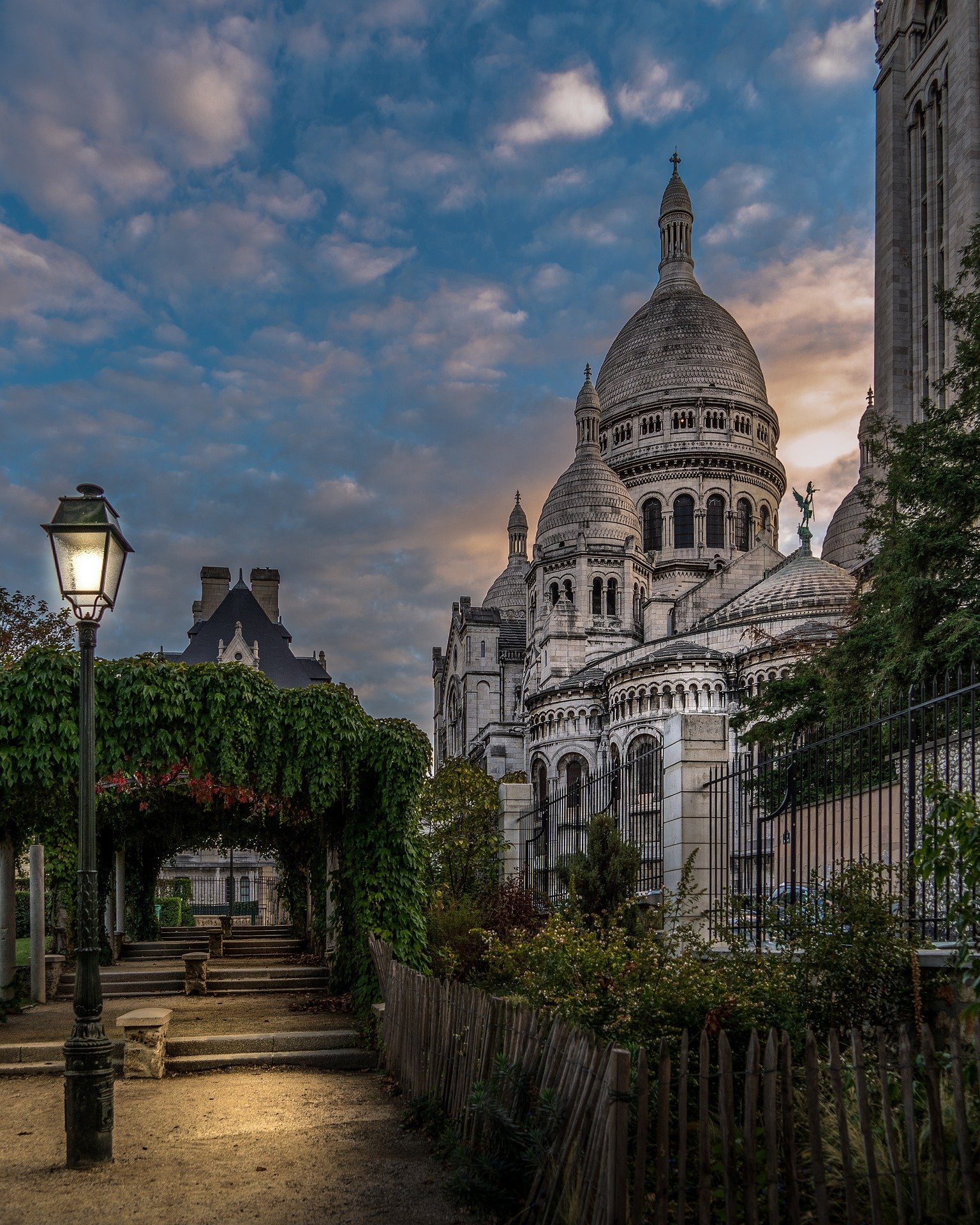 Day 1 : Hometown-Paris